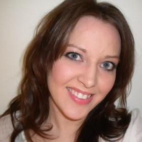 Laura Headshot