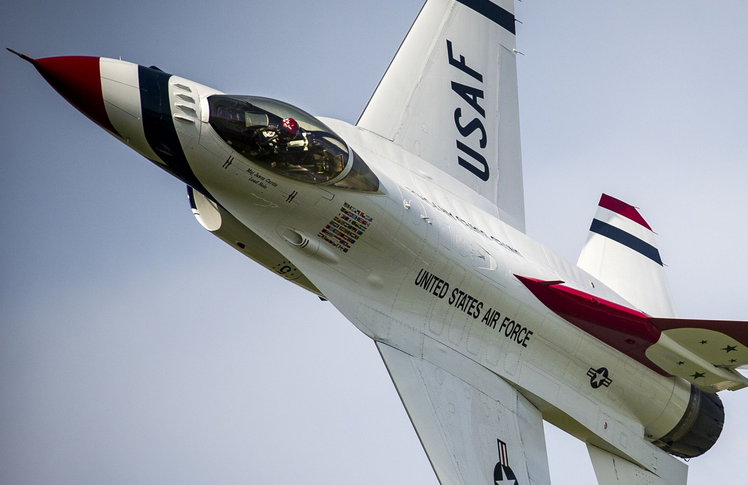 Maj. Jason Curtis, Thunderbird 5, performs a Sneak Pass during the Sun 'n Fun International fly-in and Expo Air Show at Lakeland, Fla. | Military Times >>
