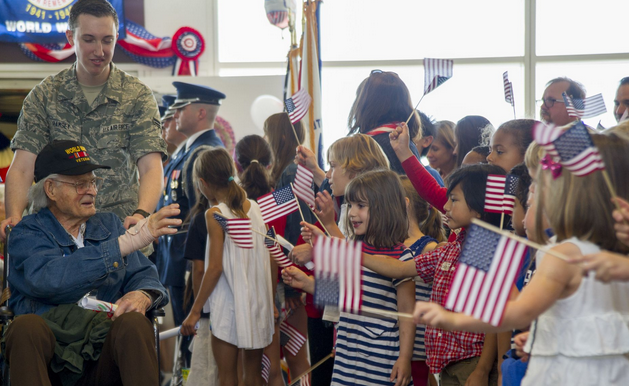 Francis Scott Key Elementary School children greet veterans from the Northeast Indiana Honor Flight at Ronald Reagan Washington National Airport in Arlington, Va., marking the 400th Honor Flight by U.S. Airways. | Military Times >>
