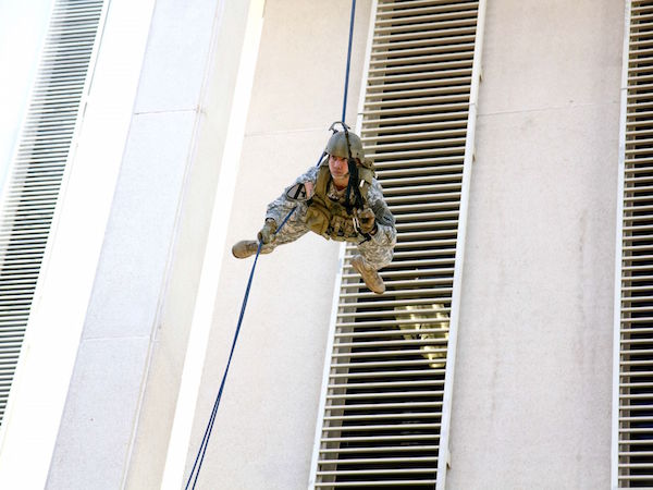 A soldier with the 3rd Battalion, 20th Special Forces Group, rappels from a rooftop as part of a demonstration during the annual National Guard Day event held in Tallahassee, Florida.   Military Times >>